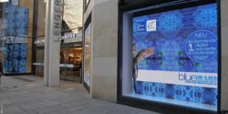 Image: A blue LED window shop; Copyright: L + T