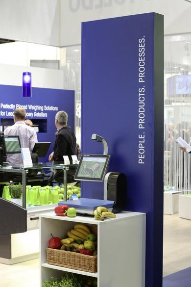 At EuroShop 2014 METTLER TOLEDO will be presenting flexible process models for self-service areas and fresh counters, including camera-assisted self-service weighing using SmartVision.