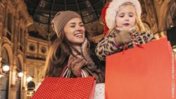 Photo: Young mother Christmas shopping with her little daughter; copyright: panthermedia.net / CITAlliance