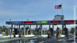 Photo: U.S. Customs and Border Protection Checkpoint; copyright: panthermedia.net / tomfawls