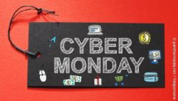 Photo: Black tag with words 'Cyber Monday' and e-commerce icons; copyright: panthermedia.net / Melpomene