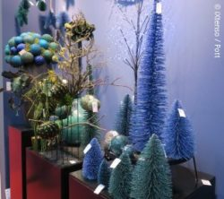 Photo: decoration elements in coniferous tree form in turquoise and blue; copyright: iXtenso / Pott