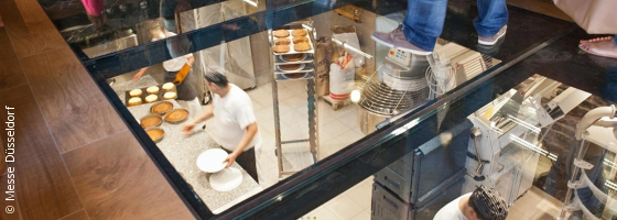 View through the floor to working bakers; copyright: Messe Düsseldorf