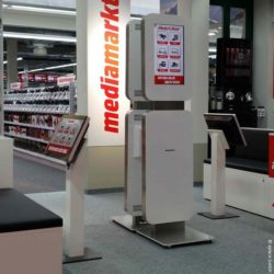 Photo: touchscreen stele in front of a Media Markt; © xplace GmbH