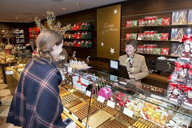 The checkout-scale systems from METTLER TOLEDO's UC Evo Line contribute to an indulgent shopping experience at Confiserie Sprüngli