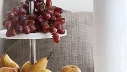 photo: decoration in a store with fruits and flowers; copyright: University Village