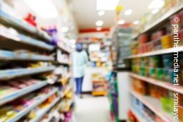 Inside of a convenience store with shelves; copyright: panthermedia.net / smuayc
