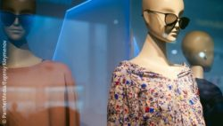 Mannequin with blouse and sunglasses; copyright: PantherMedia/Evgeniy Kleymenov