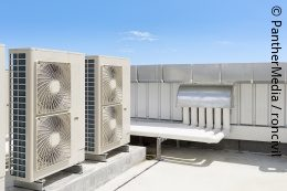 An air conditioner on a roof; copyright: PantherMedia / roncivil