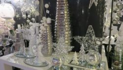 Photo: White and silver glossy decoration elements; copyright: iXtenso / Pott