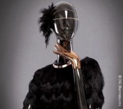 Image: Black mannequin with golden hands; Copyright: CNL Mannequins
