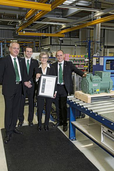 The 100,000th NEW ECOLINE reciprocating compressor (here: Type CE4) being presented to the Polish trading partner Berling S.A..