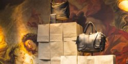 Image: Bags are presented on paperbags. In the background you can see a big painting; Copyright: L + T