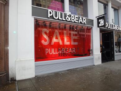 shopwindow decoration pull bear