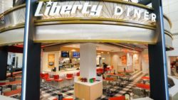 Photo: Liberty Diner at Newark Liberty International Airport with bar and tables; copyright: SSP America