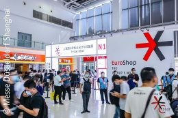 The entrance to the messe C-star in Shanghai with many visitors; copyright: Messe Düsseldorf Shanghai